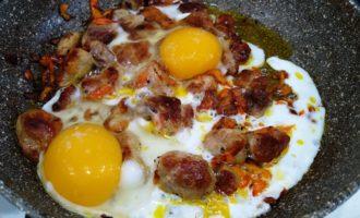 яичница с мясом пошагово