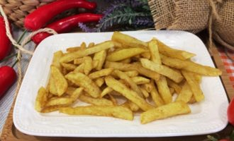 картофель фри с паприкой