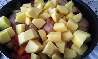 курица с картошкой на сковороде пошагово