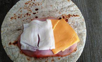 лаваш с колбасой и сыром с фото