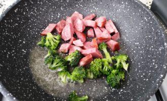 омлет с брокколи на сковороде фото