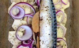 скумбрия с картошкой в духовке пошагово