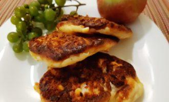 Сырники с яблоком в духовке