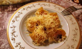 Фаршированные макароны ракушки в соусе