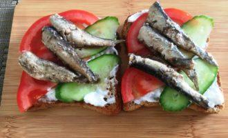 бутерброды с огурцом и шпротами пошагово