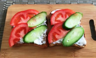 бутерброды с огурцом и шпротами рецепт с фото