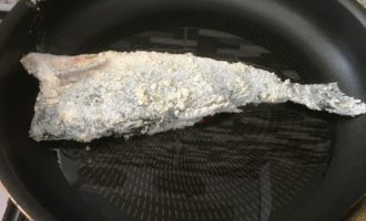 вкусная жареная рыба пошагово