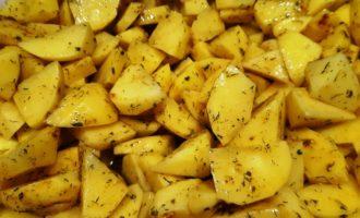 запечь картошку в духовке вкусно и быстро