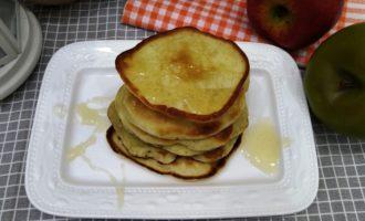как приготовить оладьи на молоке с яблоками