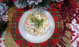 как приготовить салат новогодний с крабовыми палочками