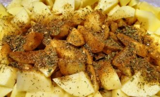 картофель и консервированный горошек