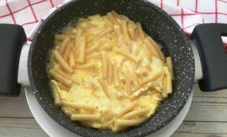 макароны с сыром и молоком