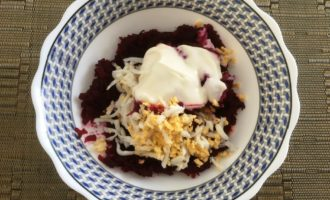 салат из вареной свеклы и яиц рецепт с фото
