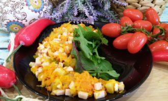 салат обжорка с колбасой и огурцами