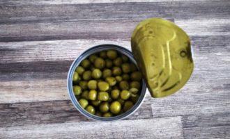 салат оливье классический с колбасой фото