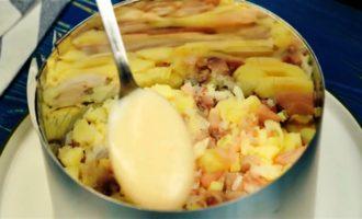 салат с копченой скумбрией пошагово