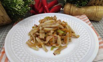кальмары с луком и морковью на сковороде пошагово