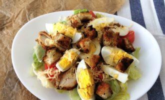 классический салат Цезарь пошагово с фото