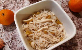 Рисовая лапша с кальмарами