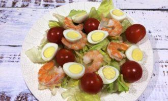 Салат Цезарь с креветками классический рецепт с фото