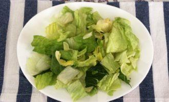Салат Цезарь с курицей и помидорами рецепт