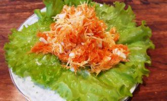 Салат из свежей моркови с яйцом