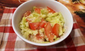 Салат с кускусом и овощами