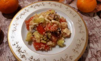 Салат с яичным омлетом