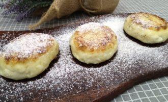 как приготовить пышные сырники на сковороде