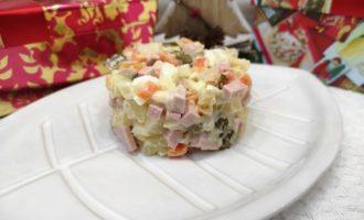 как приготовить салат Оливье новогодний рецепт