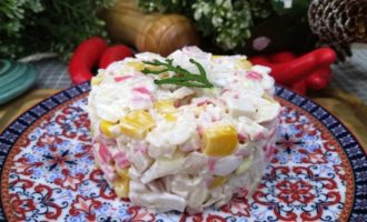 как приготовить салат с кальмаром и крабовыми палочками