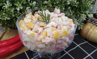 как приготовить салат с крабовыми палочками и кальмаром