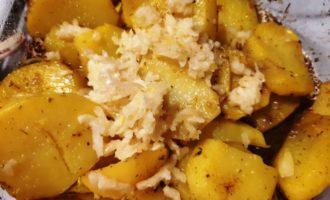 картофель с чесноком в духовке рецепт
