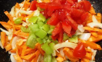 минтай тушеный с овощами на сковороде рецепт