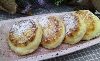 пышные сырники с манкой на сковороде