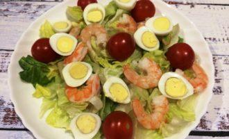 салат Цезарь с креветками простой рецепт с фото
