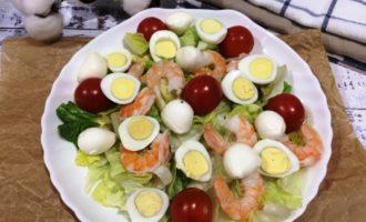салат Цезарь с креветками простой