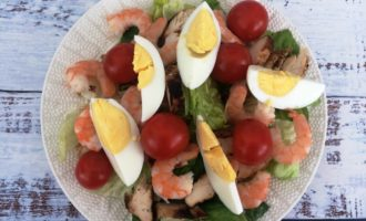 салат Цезарь с курицей и креветками пошагово