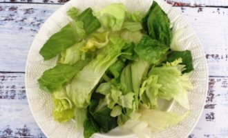 салат Цезарь с курицей и креветками рецепт