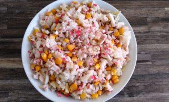 салат с крабовыми палочками и кальмаром пошаговый