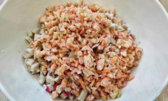 салат с перепелиными яйцами и креветками с фото