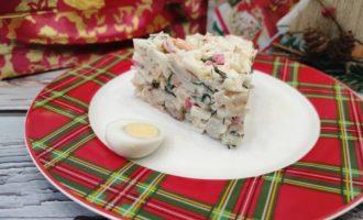 салат с перепелиными яйцами и креветками