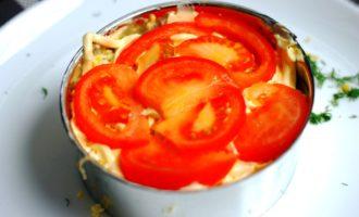 слоеный салат с кальмарами пошаговый