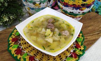 фрикадельковый суп с вермишелью