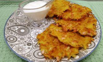 Драники из картофеля с колбасой