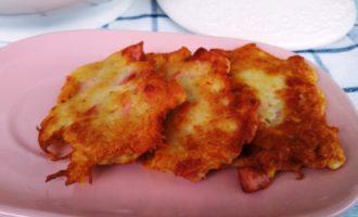 Драники с картошкой и сосисками пошаговый рецепт