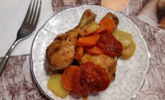 Куриные голени запеченные в духовке с овощами