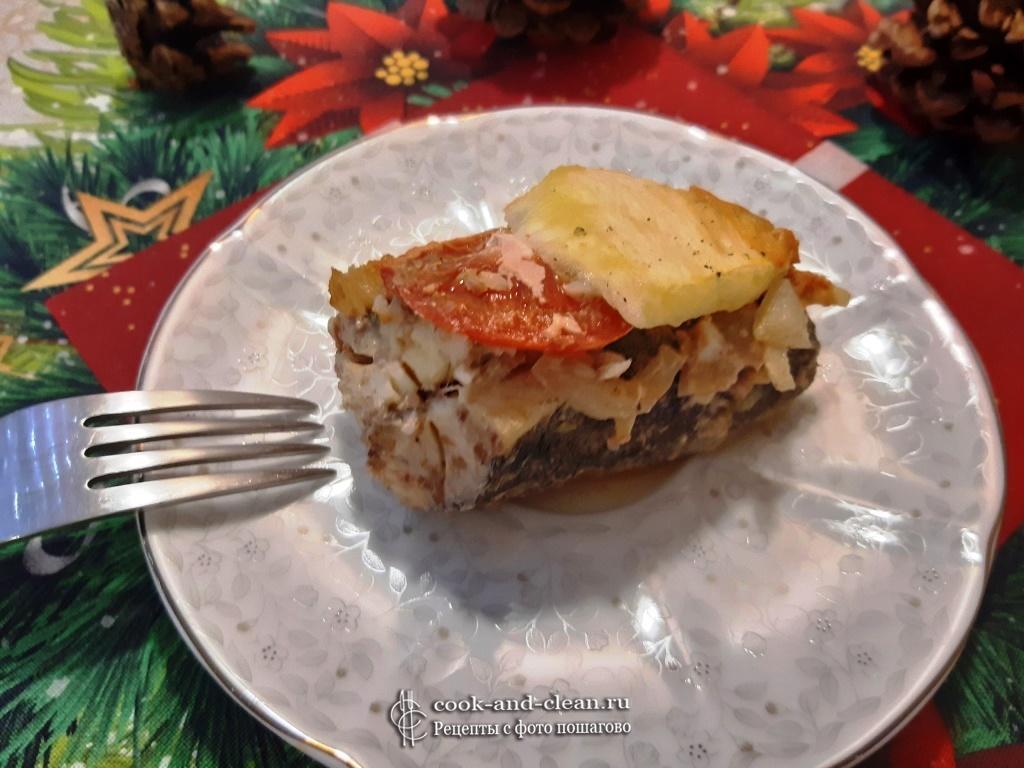 Рыба под овощами запеченная в духовке