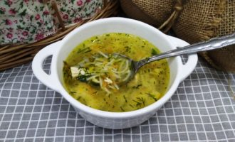 Суп из куриной грудки с вермишелью