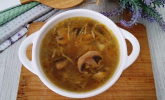 суп из свежих шампиньонов с вермишелью
